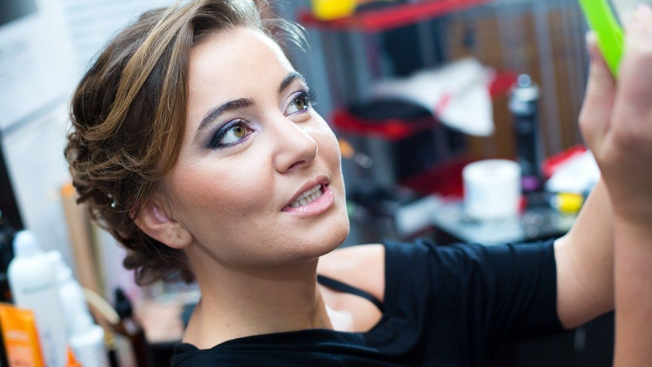 How to master makeup for oily skin