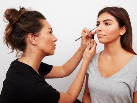 Choose the best makeup brush