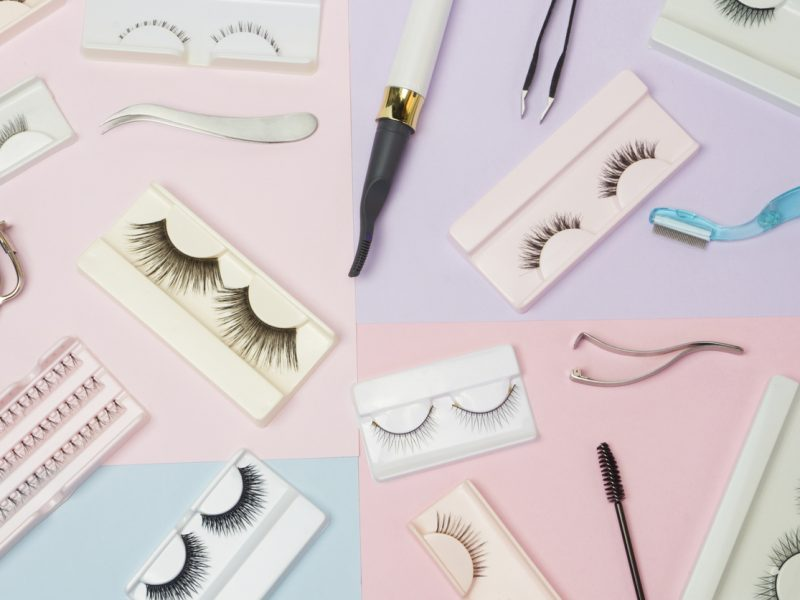 How to put on and apply false eyelashes