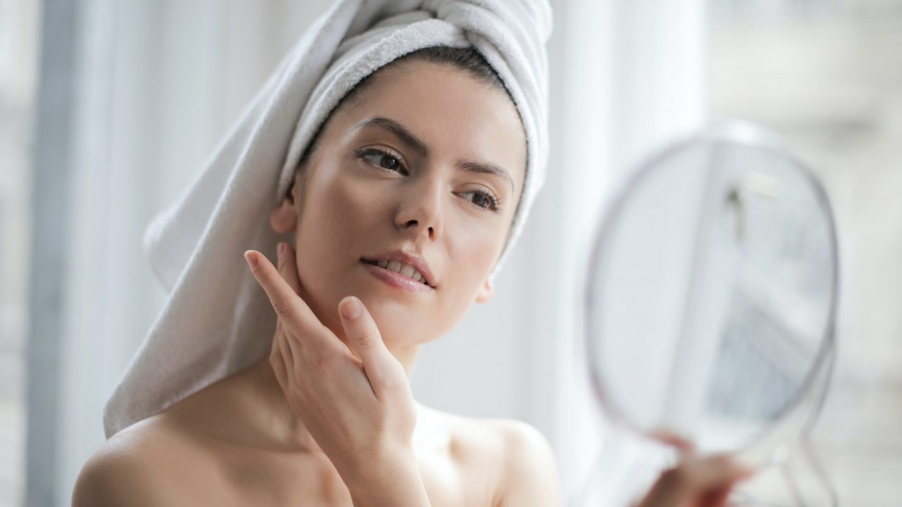 What causes blackheads and how to get rid of blackheads